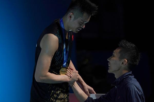 李宗伟为林丹颁奖什么情况 林丹两年来第一次高级别公开赛夺冠