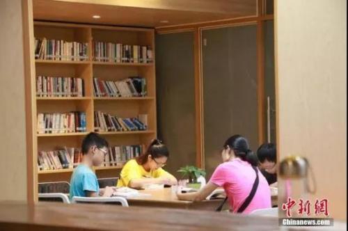 """想让子女调动工作的申请书_想让子女读名校?看这些华人""""学霸""""是怎样炼成"""