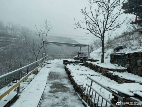 北京多地下雪什么情況?已經4月了北京為什么還在下雪現場圖曝光