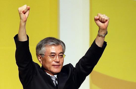 韩国民调:超7成选民看好新总统文在寅执政前景