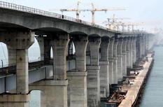 中国首座公路铁路两用跨海大桥加快施工进度