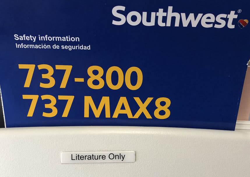 飞机用错安全须知怎么回事 飞机座椅上贴着737标示