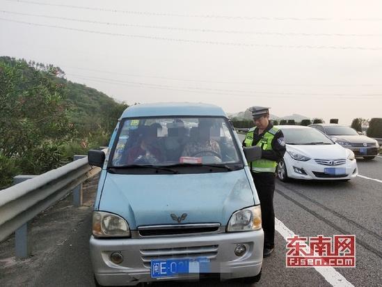 清明节期间 漳州高速交警查处多起占用应急车道违法行为