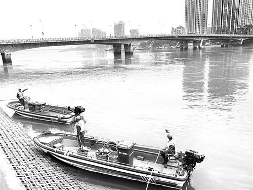 【水上环卫船】水上环卫工勇救跳江女