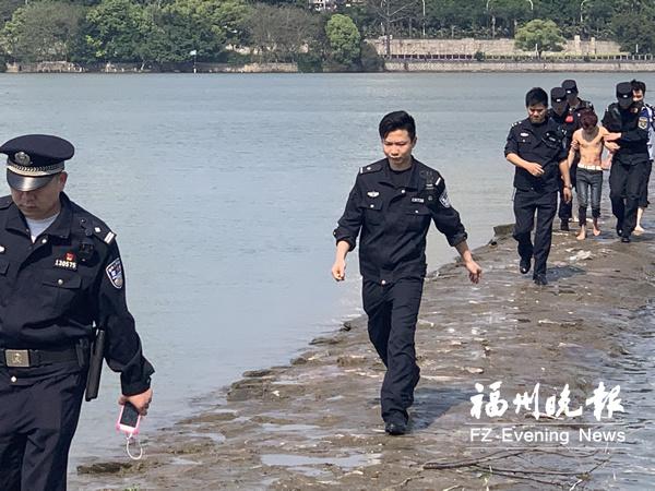 18岁男子江边欲轻生 两个派出所接力救人又救心