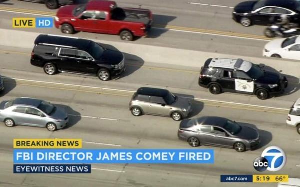 科米被解职后,洛杉机电视台记者在直升飞机上跟踪他的座车(跟在警车后边的面包车),做现场直播。