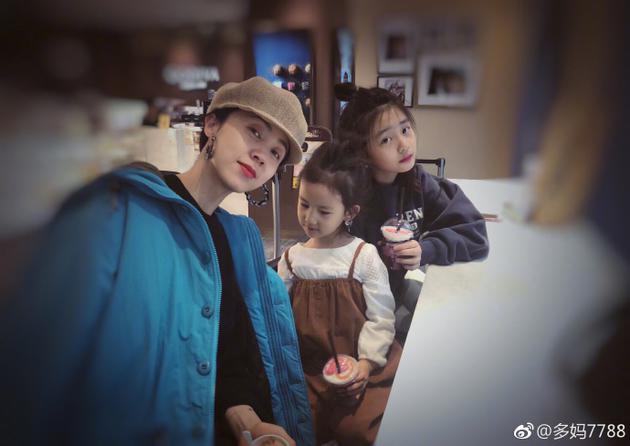 孙莉与两女儿享受下午茶 网友:一家全是仙女