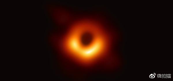 黑洞照片被玩坏了 网友各个都是人才 被玩坏的黑洞照片合集