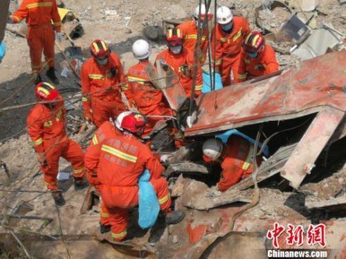 中铝货运火车脱轨6人遇难现场照曝光 中铝货运火车为什么会脱轨?