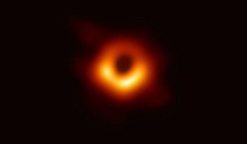 霍金女儿:我真的希望父亲能看见黑洞第一张照片