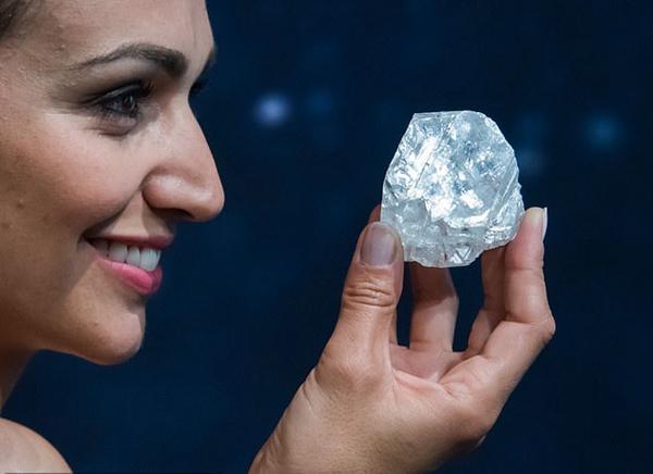 世界最大方钻将出售是真的吗?世界最大方钻长什么样有几克拉