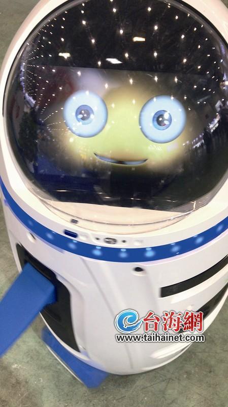"""智慧机器人现身2019厦门工博会 """"好色""""机器人会抛媚眼"""
