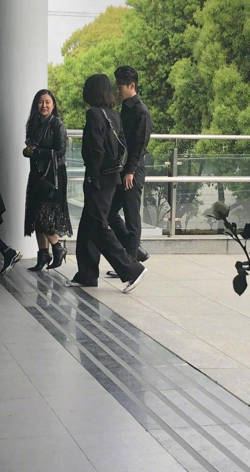 郑恺参加前女友程晓玥母亲葬礼 小猎豹真是个很有情有义的汉子