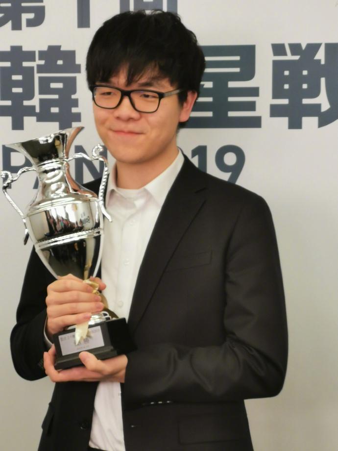 中日韩龙星战围棋对抗赛柯洁夺冠 柯洁第一时间发微博庆祝