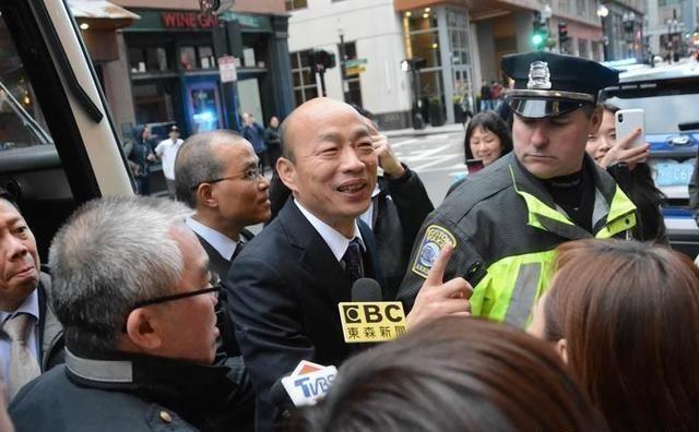 赴美访问被黑合照要收6美元 韩国瑜:卖老脸不收钱