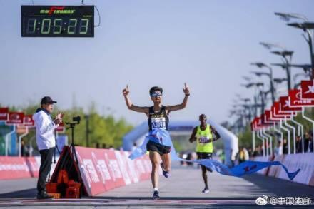 中国马拉松选手夺冠