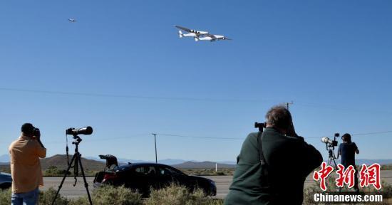 """微软创始人的""""遗产"""" 世界上最大飞机完成首飞"""