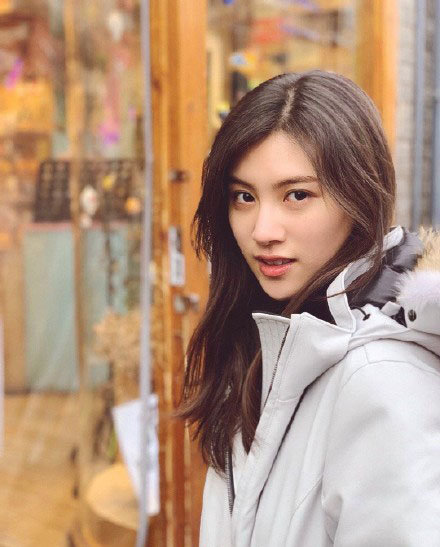 张贤静微博个人资料年龄:获北电表演女生全国第一喜提热搜