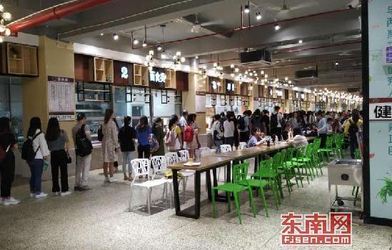 """漳州闽南师大推出""""2元健康早餐""""受学生欢迎"""