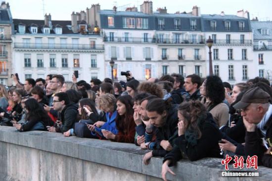巴黎圣母院起火原因是什么 巴黎圣母院起火现场一览
