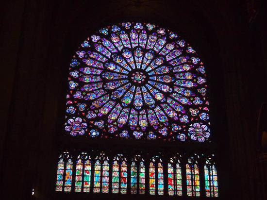 玫瑰花窗没了什么情况 巴黎圣母院大火玫瑰花窗被烧毁