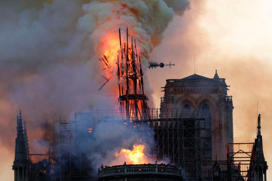 圣母院大火已扑灭,巴黎圣母院火灾原因揭秘,卡西莫多的钟楼没了