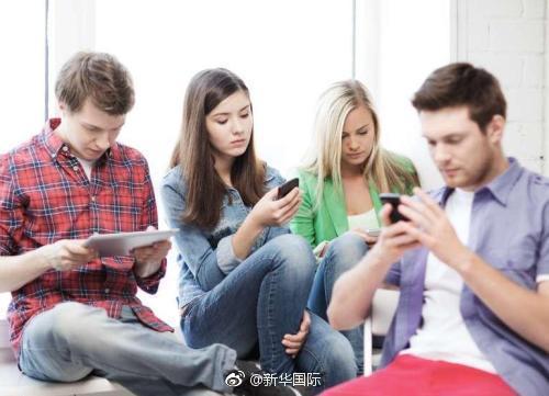 """[英家博物馆]英家庭""""独自在一起""""渐多:都玩手机不说话"""