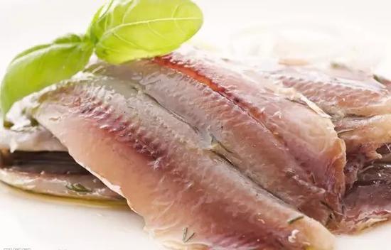 新鲜的鲱鱼