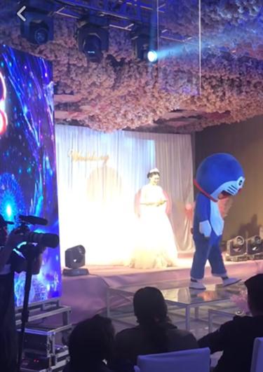 毁容父亲婚礼上扮哆啦A梦事件背后真相曝光 感人故事竟是造假的?