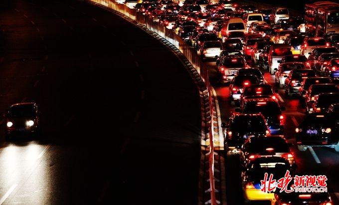 限购车牌指标翻番真的吗?限购车牌指标为什么翻番北京人乐了