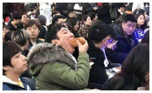 """王思聪继""""吃热狗""""后又来""""吃玉米""""?情侣头像过分了!"""