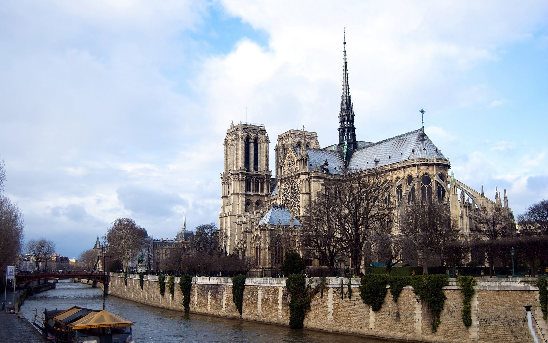 巴黎圣母院大火毁坏前照片 巴黎圣母院技术成面可以原样重建