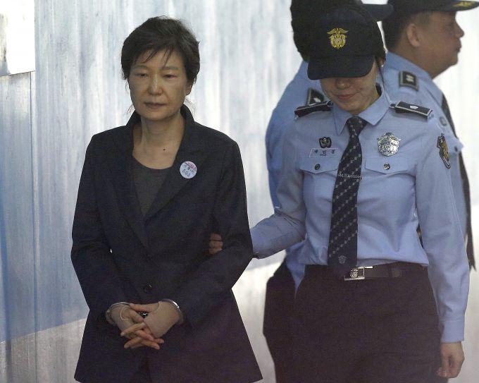 朴槿惠申请获释怎么回事 朴槿惠腰疼难忍就可以获释吗