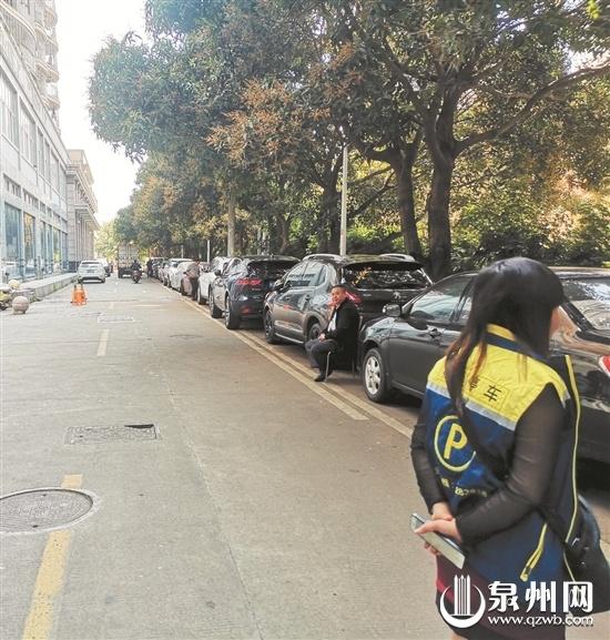 泉州市区田淮街:一排车位 咋来了两拨收费员