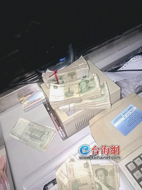 漳州:交过路费他掏出570张钱全是1元的