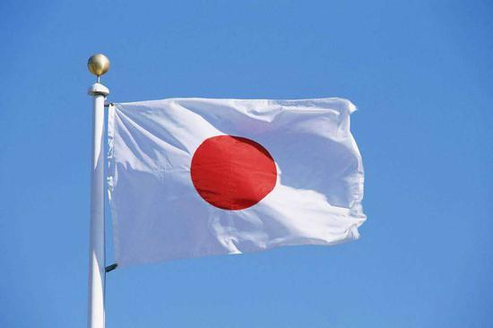 日本一中学老师吻女明星_日本一中学举行交通安全活动 特技演员意外身亡