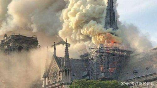巴黎圣母院火灾后的废墟。