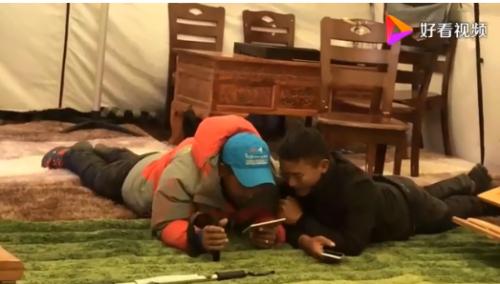在珠峰视频辅导儿子作业怎么回事?为什么要在珠峰上辅导儿子写作业