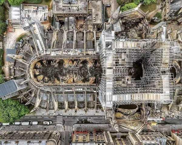 巴黎圣母院屋顶尖塔只剩破洞是怎么回事 巴黎圣母院屋顶尖塔只剩破洞是什么情况_52z.com