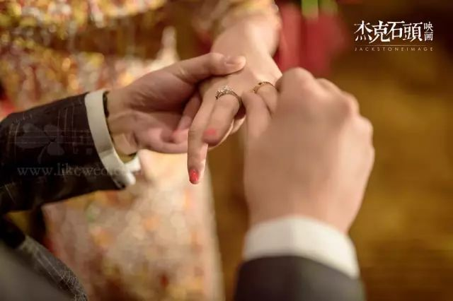 新娘甲怎么选更合适?来看看女明星的婚礼美甲