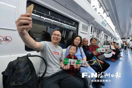 福州地铁2号线开放试乘 巨龙穿两江旗鼓一线牵