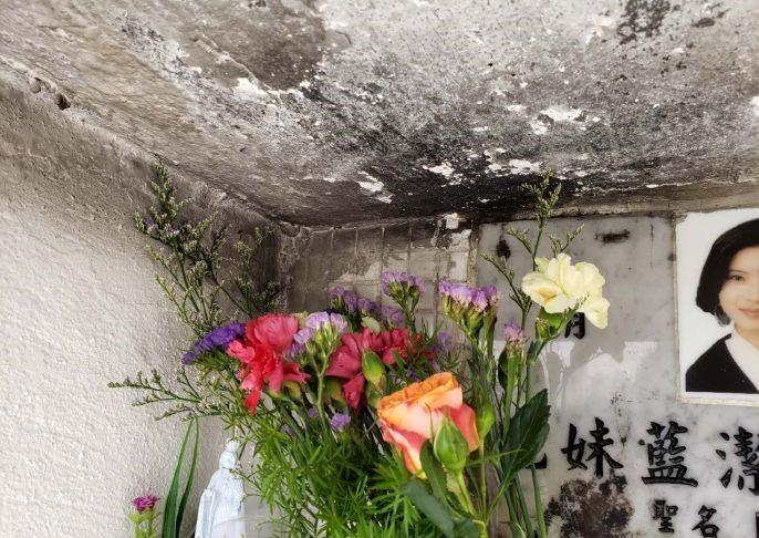 蓝洁瑛墓碑被熏黑受损现场凌乱 粉丝称气得发抖