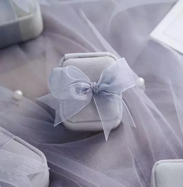 看了婚戒无数种出场方式 不如拥有一个完美戒枕