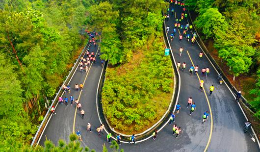 """福建永春高山徒步赛 奔跑在""""最美赛道""""上"""