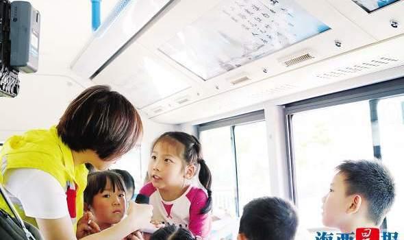 """品味经典传播中国古典文学 厦门这路公交车""""满载诗词"""""""