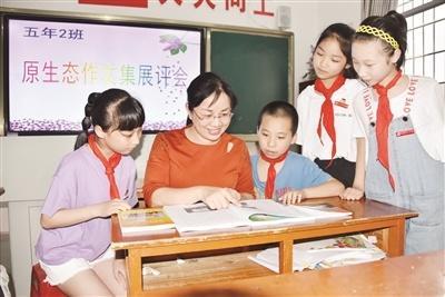 """南靖县山城中心小学教师方清桂: 让学生感受当""""作家""""的乐趣"""