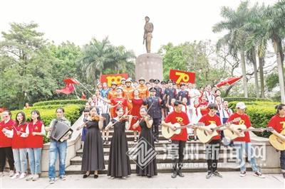 """青春""""快闪""""《我和我的祖国》在漳州市区开拍"""