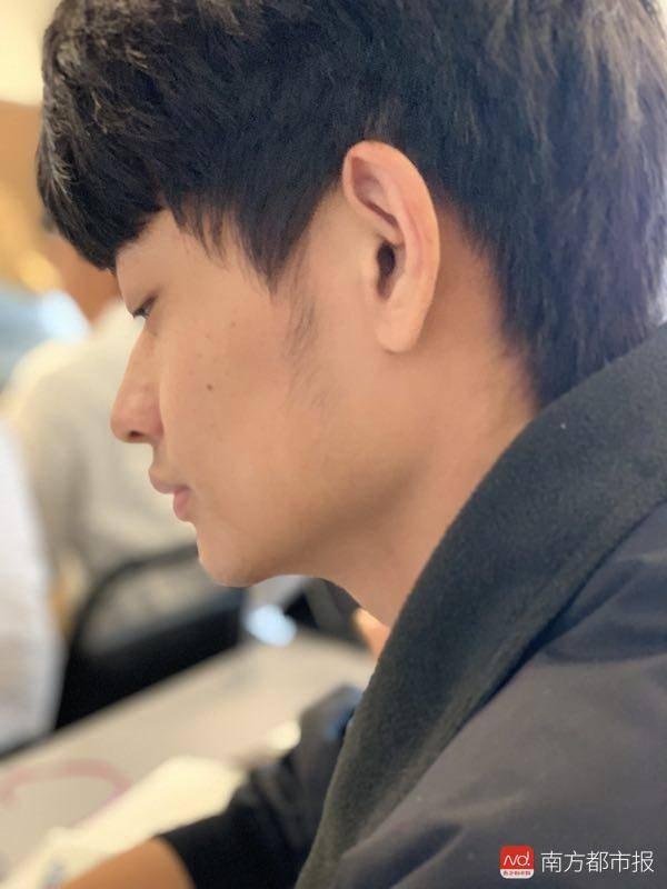 自杀飞行学员母亲未见到儿子什么情况 中国飞行学员为何自杀