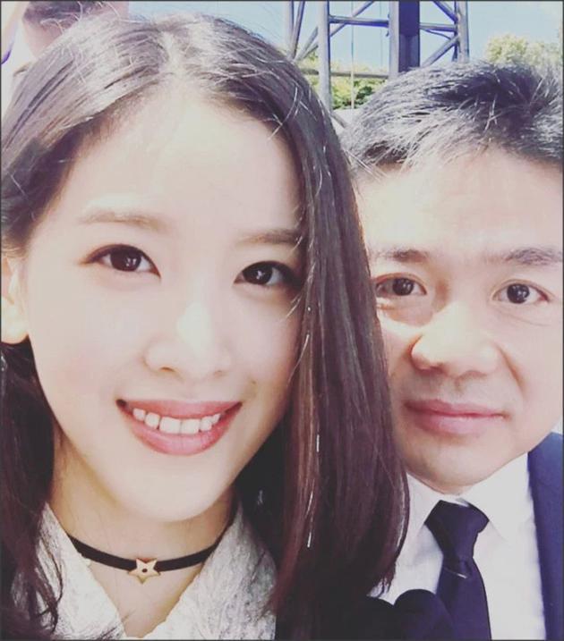 懒理刘强东案视频曝光 章泽天约友人按摩状态好
