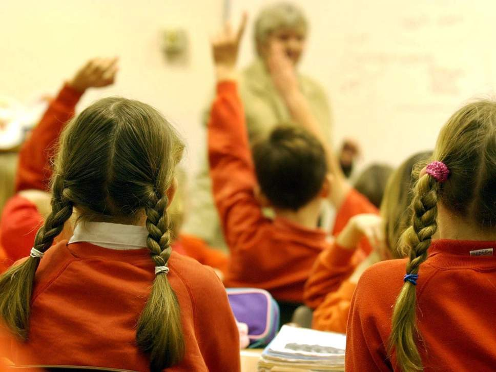 """【英国小学生守则10条】英国小学生""""蜂拥而至""""补习班 教育官员:并不是好趋势"""